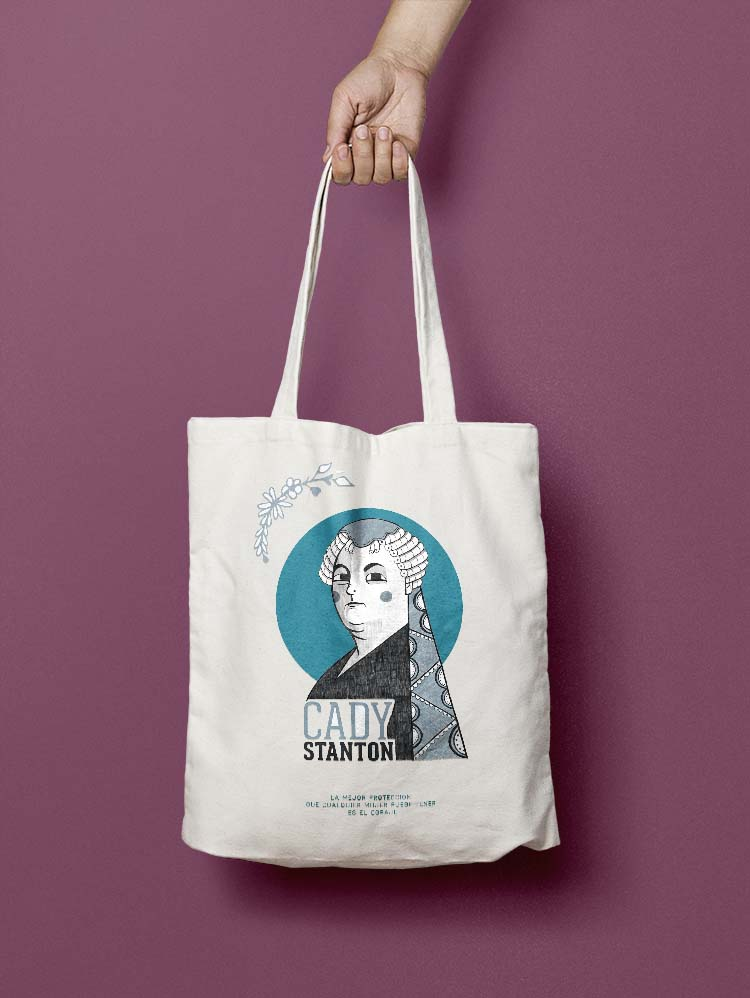 Tote Bag con ilustración de Elizabeth Cady Staton con mano cogiendola del asa