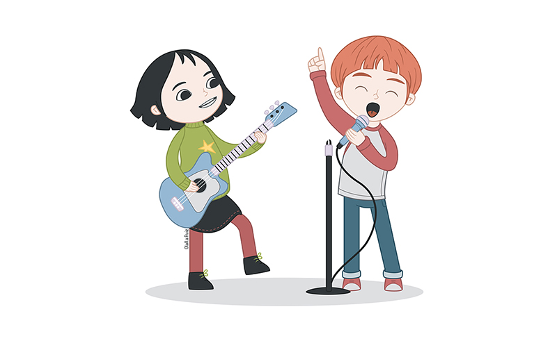 Niña tocando la guitarra y niño cantando