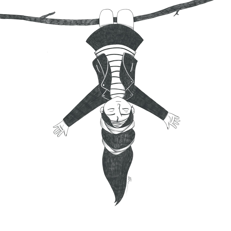 Niña con falda y cazadora de cuero colgada cabezabajo de una rama