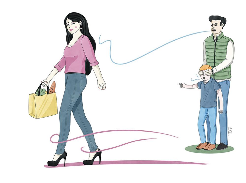 Mujer trans agredida verbalmente por un hombre que tapa los ojos a su hijo